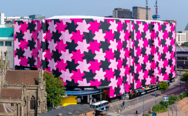 Embrace Building Wraps created the world's largest scaffold wrap at Selfridge's department store in Birmingham, UK.