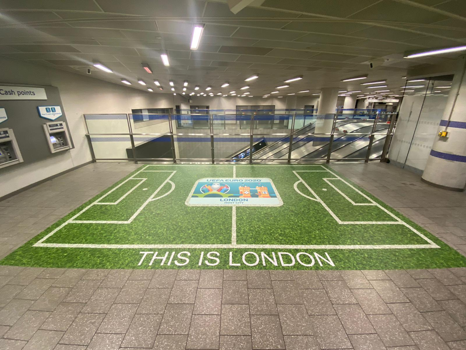Links Signs used Drytac Polar Grip to create a series of graphics at five London Underground stations.